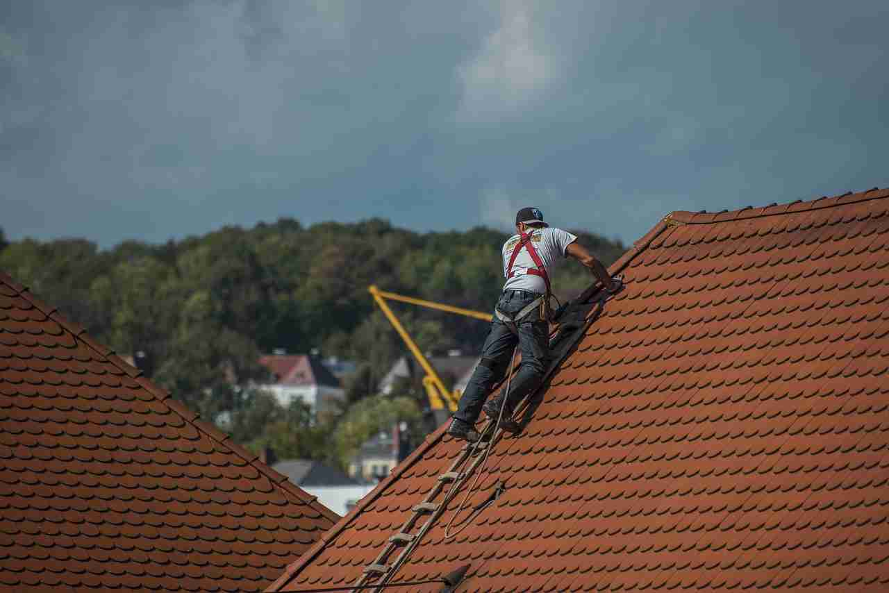 Can You Roof In the Rain — Is it a Good Idea?